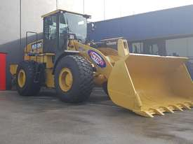 18.5 Tonne Wheel Loader Heavy Duty Hard Mounted Rock Bucket 3.0m3 with Teeth & cutting Edge Segments - picture0' - Click to enlarge