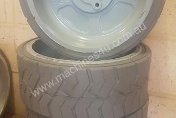 Genie GS1932 Wheels (105122)