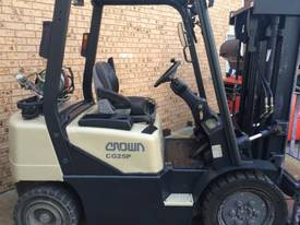 CROWN CG25P COUNTERBALANCE FORKLIFT - picture0' - Click to enlarge