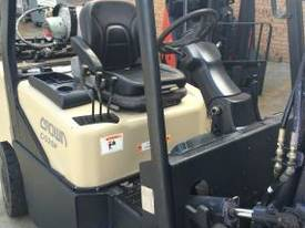 CROWN CG25P COUNTERBALANCE FORKLIFT - picture2' - Click to enlarge