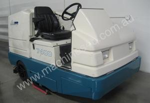 TENNANT 7400 Scrubber 1700 hours