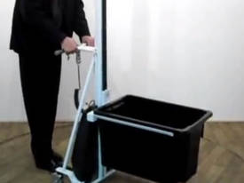 ECONOLIFT P80 WITH BIN LIFTER