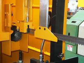 EVERISING H-360HB AUTOMATIC NC BANDSAW   ENCLOSED - picture18' - Click to enlarge
