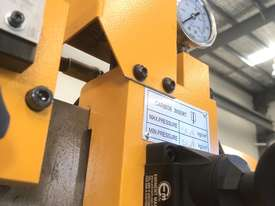 EVERISING H-360HB AUTOMATIC NC BANDSAW   ENCLOSED - picture8' - Click to enlarge