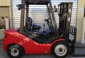 Royal 3.0 Tonne Forklift UNDER 32 HOURS OPERATING USE