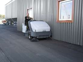 Nilfisk SR1601 Ride-On Industrial Sweeper LPG & Di - picture2' - Click to enlarge
