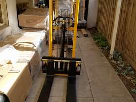 Pallet Jack Lifter Hydralic stacker forklift truck - picture0' - Click to enlarge
