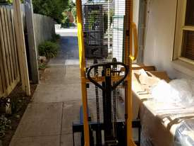 Pallet Jack Lifter Hydralic stacker forklift truck - picture1' - Click to enlarge