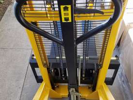 Pallet Jack Lifter Hydralic stacker forklift truck - picture4' - Click to enlarge