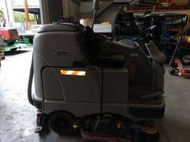 Nilfisk BR1100S Scrubber - picture2' - Click to enlarge