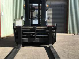 Used Forklift Diesel 10 ton - 40 hours only - picture5' - Click to enlarge