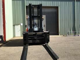 Used Forklift Diesel 10 ton - 40 hours only - picture6' - Click to enlarge