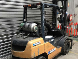 Toyota 32-8FG30 LPG / Petrol Counterbalance Forklift - picture2' - Click to enlarge