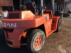 Nissan 5 Ton Forklift - picture1' - Click to enlarge