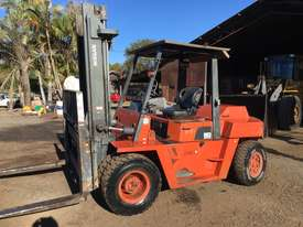 Nissan 5 Ton Forklift - picture2' - Click to enlarge