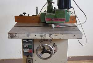 Single phase spindle moulder with power feed