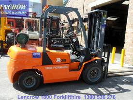 Compact 3500kg forklift for hire