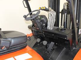 New 3000kg Forklift WECAN Diesel Delivery AU Wide - picture6' - Click to enlarge