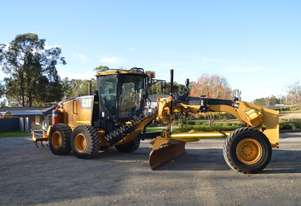 2011 CAT 140M trimbel GPS, autogreaser, fire suppr