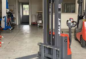 1T Straddle Leg Electric Walkie Stacker Lift Height 3500mm