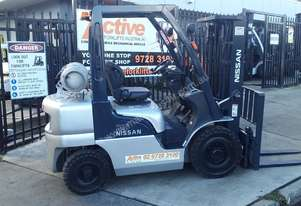 Nissan Forklift 2.5 Ton 4.3m Container Mast Great value Excellent Condition