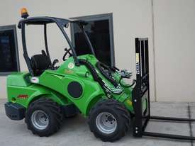 Avant 528 Mini Loader for Beekeepers - picture0' - Click to enlarge