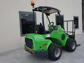 Avant 528 Mini Loader for Beekeepers - picture2' - Click to enlarge