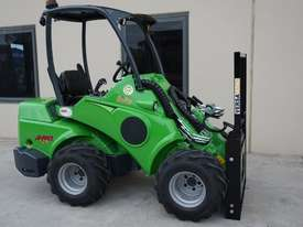 Avant 528 Mini Loader for Beekeepers - picture9' - Click to enlarge