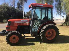 Kubota M8200 FWA/4WD Tractor - picture0' - Click to enlarge