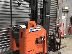 Raymond 7400 Reach Forklift Forklift - picture2' - Click to enlarge