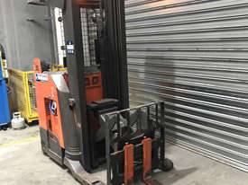 Raymond 7400 Reach Forklift Forklift - picture0' - Click to enlarge