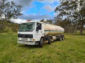 Volvo Bogie Drive Twin Steer Water Truck - picture0' - Click to enlarge