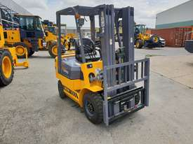 Victory VF18G Std dual fuel Forklift - picture2' - Click to enlarge