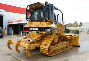 D5N XL Bulldozer with screens & sweeps DOZCATM