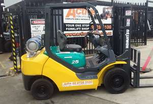 Komatsu LPG Forklift 2.5 Ton 4.3m Lift Height Container Entry Refurbished