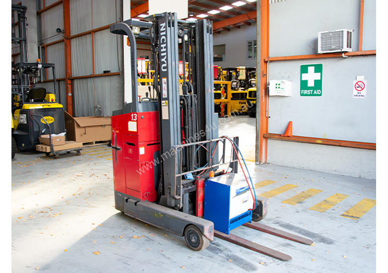 3.0T Battery Electric Stand Up Reach Truck