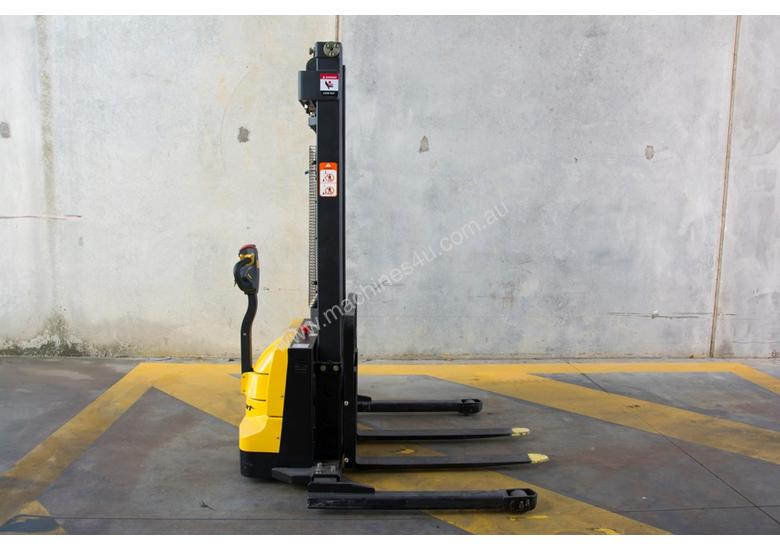 Liftsmart LS10 - Battery Electric Walkie Reach Stacker