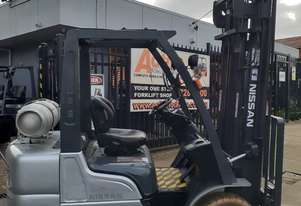 Forklift for sale-nissan 2005 model 2.5 Ton LPG forklift 4000mm lift height Ready to Go Negotiable