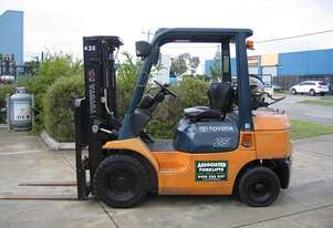 ** RENT NOW **    Toyota 2.5t LPG forklift  with Container Mast