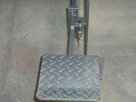 KGS-4 1250mm x 1.6mm school guillotine - picture4' - Click to enlarge