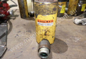 Enerpac RC-152 Cylinder Steel 15Ton 2 In Stroke #P