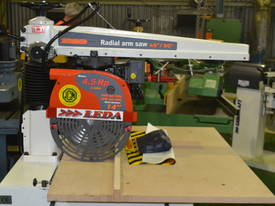 Radial arm saw with electric brake