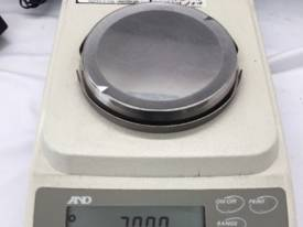 Laboratory Scale A&D HF-200G max 210g d=0.001g #P