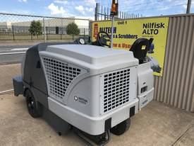 Nilfisk SW8000 LPG  Ultra low hrs - picture4' - Click to enlarge