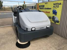 Nilfisk SW8000 LPG  Ultra low hrs - picture0' - Click to enlarge