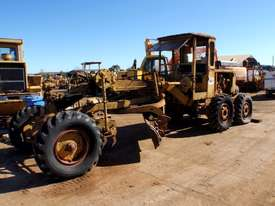Caterpillar 12E 21F Grader *DISMANTLING* - picture0' - Click to enlarge