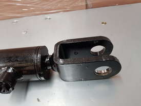 Mattson 525 526 hydraulic ram - picture2' - Click to enlarge