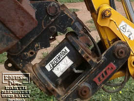 JB Tilt Hitch, off 3CX Backhoe, 90 to 90-degree. EMUS NQ - picture0' - Click to enlarge