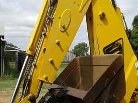 JB Tilt Hitch, off 3CX Backhoe, 90 to 90-degree. EMUS NQ - picture1' - Click to enlarge
