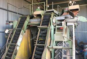 1994 Nairn 1440 Grape Harvester